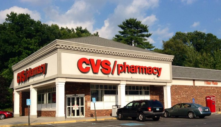 Pharmacies Will Start Offering COVID-19 Vaccines — Here's How It'll Work – The Fresh Toast
