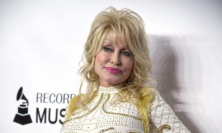 Dolly Parton Gets COVID-19 Shot, Makes Convincing PSA – The Fresh Toast