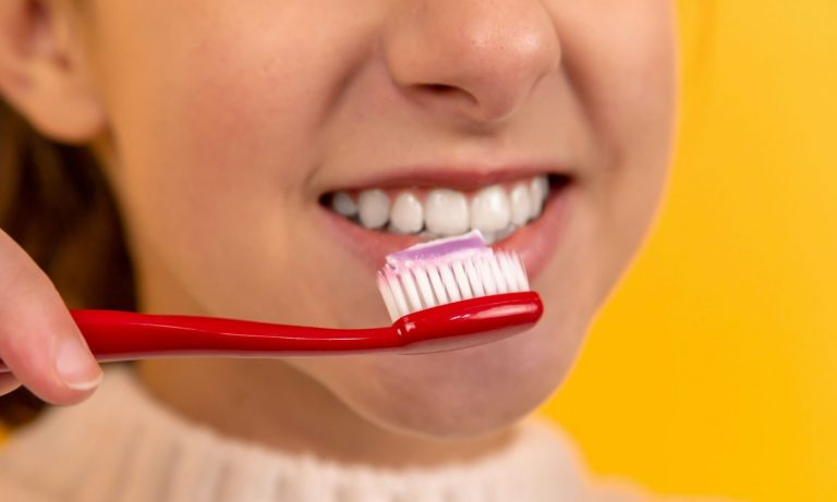 Why Dentists Recommend Not Brushing After You Eat – The Fresh Toast